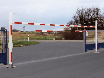 Adjustable Double Leaf Height Barrier (7-12m widths)